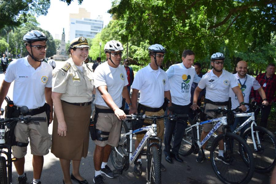 Crivella amplia patrulhamento com biciclcetas e reativa lago no Campo de Santana