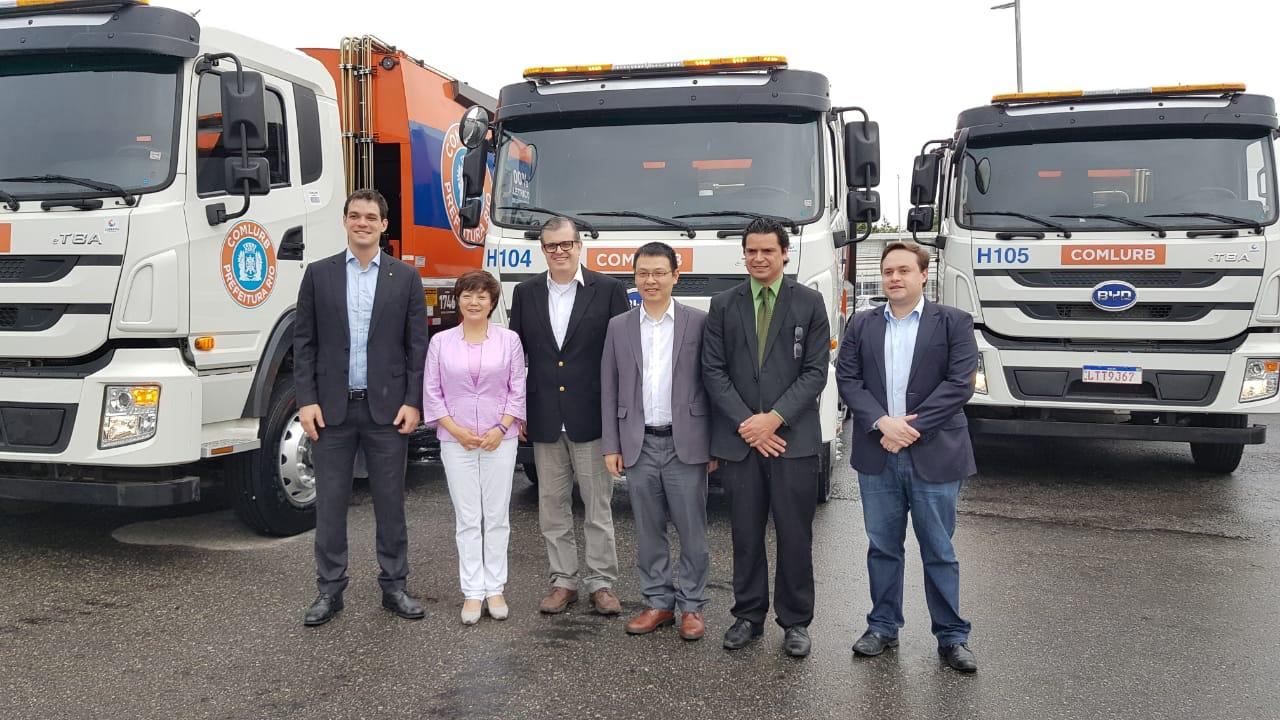 Rio City Hall receives 100% electric garbage trucks