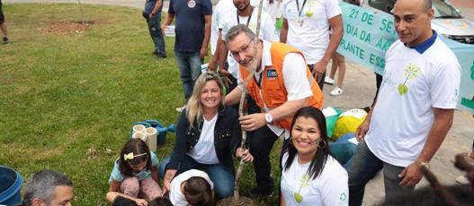 Equipe do Rio Novo Olhar, da Comlurb, promove plantios no Dia da Árvore