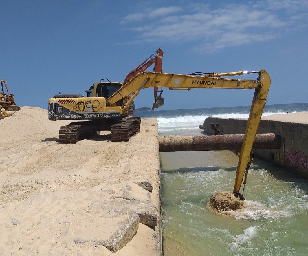 Fundação Rio-Águas trabalha no Canal do Jardim de Alah