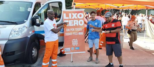 Comlurb promove campanha de conscientização no Jogo das Estrelas do Zico no Maracanã
