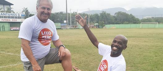 Zico embarca na campanha do Lixo Zero da Comlurb e faz golaço contra a sujeira