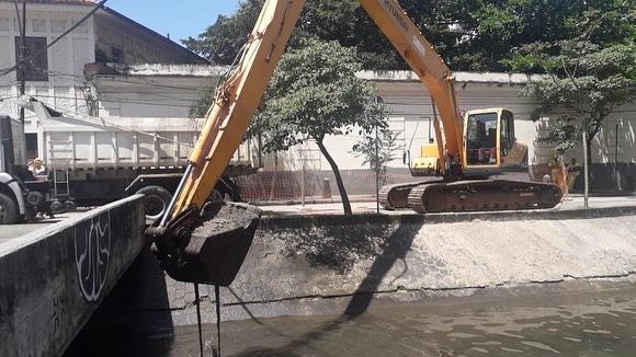 Rio dos Macacos recebe serviço de limpeza, na Lagoa
