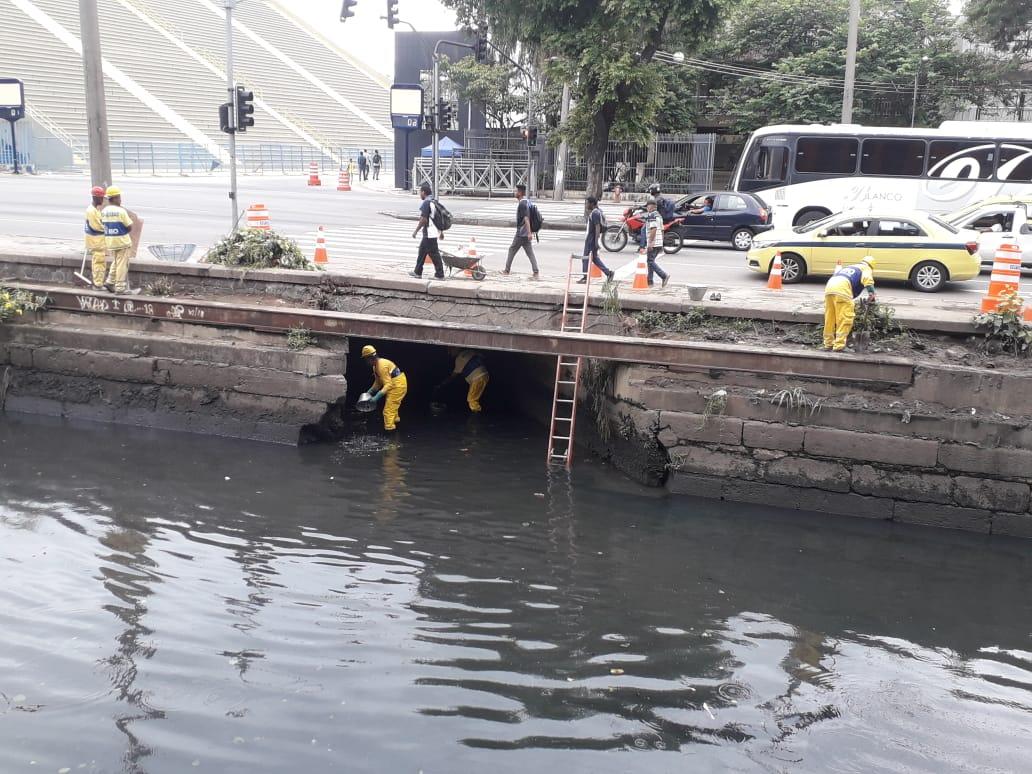 Em preparação para o Carnaval, Rio-Águas conclui limpeza em canais no entorno do Sambódromo