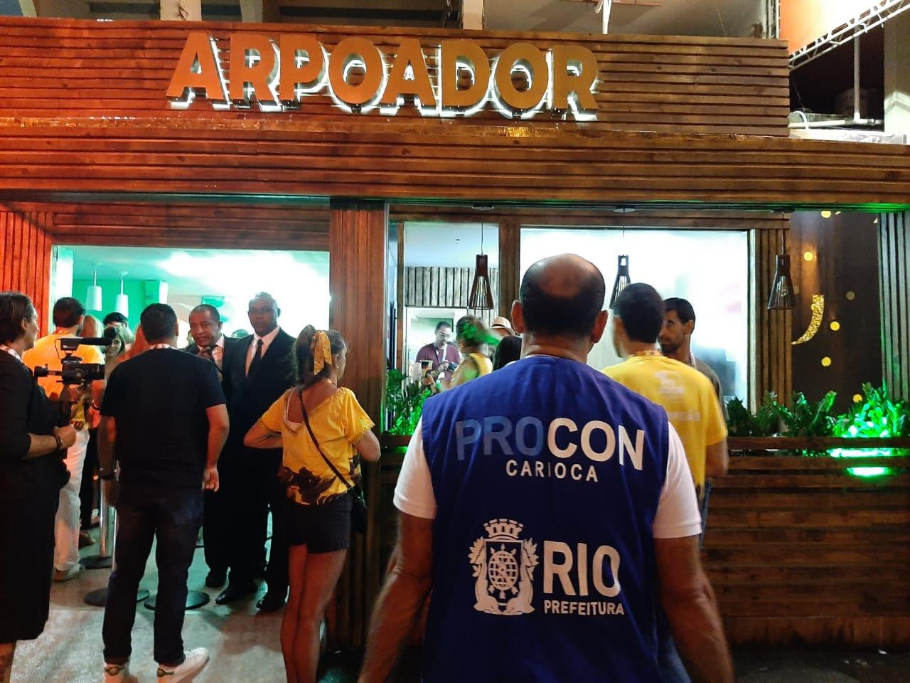 Procon Carioca notifica  sete estabelecimentos em todo o carnaval