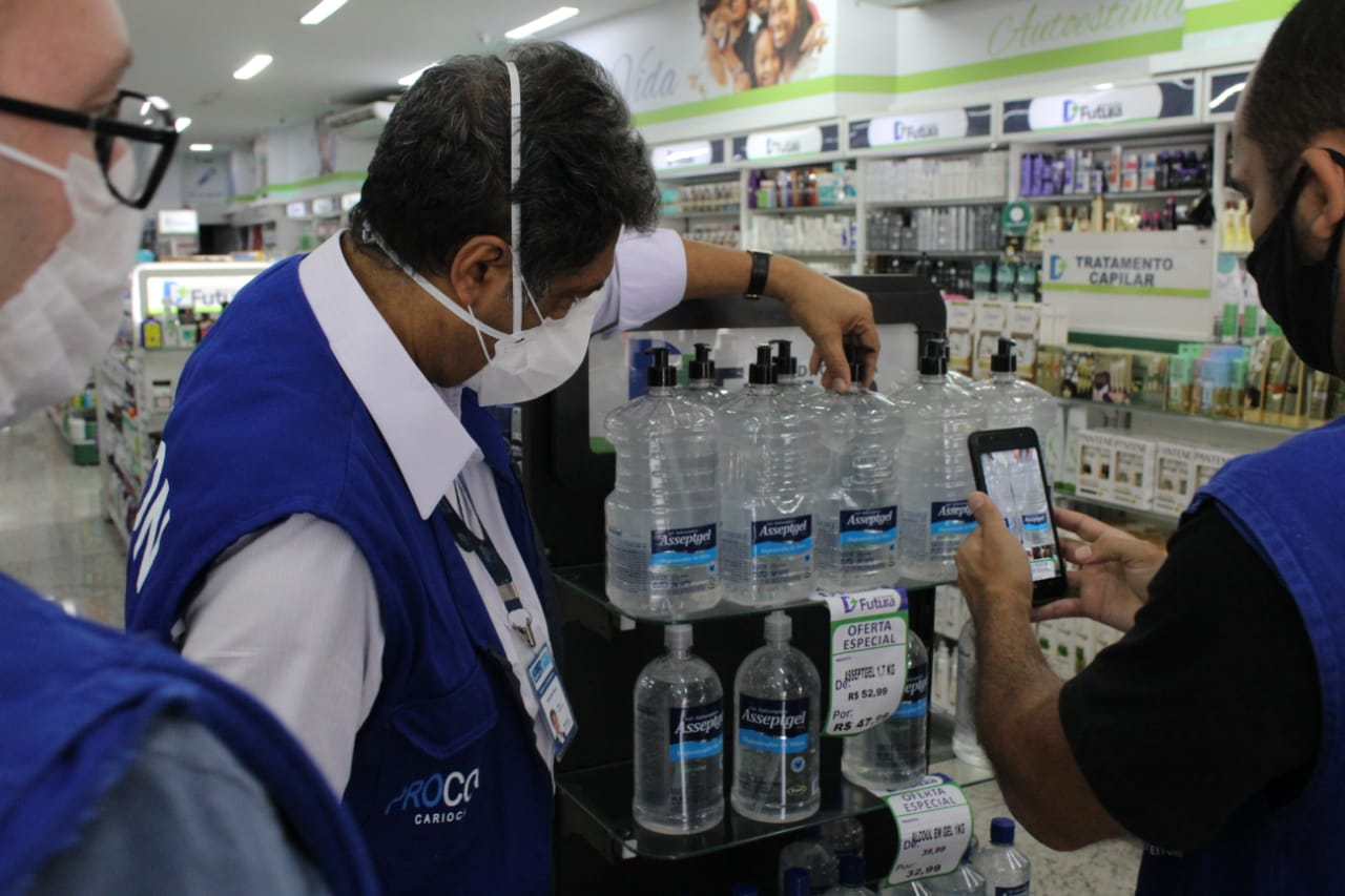 Procon Carioca investiga preços abusivos e encaminha reclamações de consumo para empresas