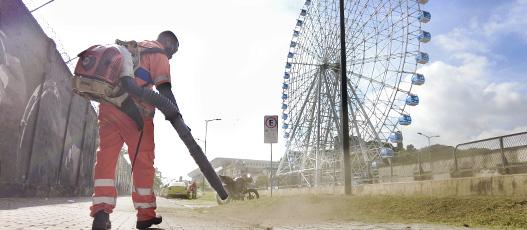 Operação integrada de limpeza da Comlurb remove 1,2 tonelada de resíduos do Boulevard Olímpico