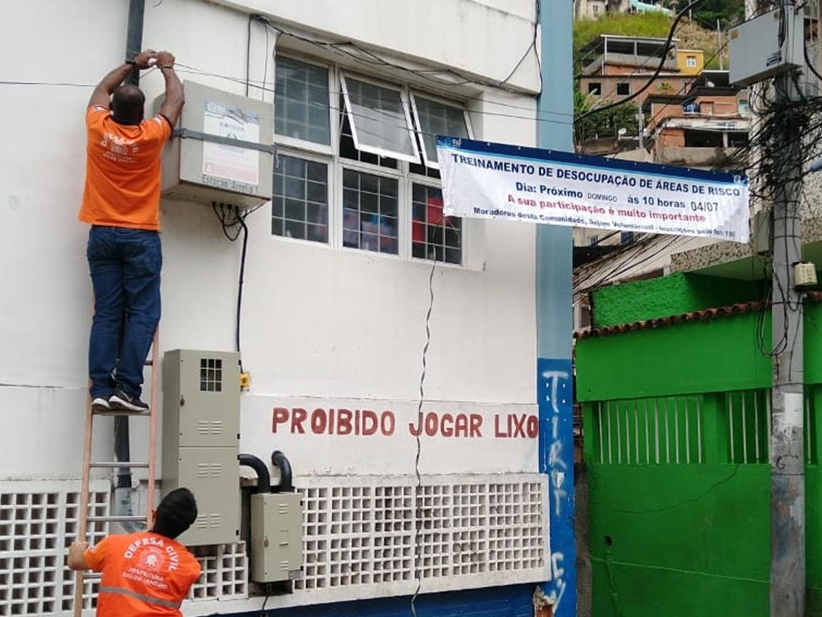 Defesa Civil do Rio realiza simulado de desocupação em 11 comunidades da Zona Norte