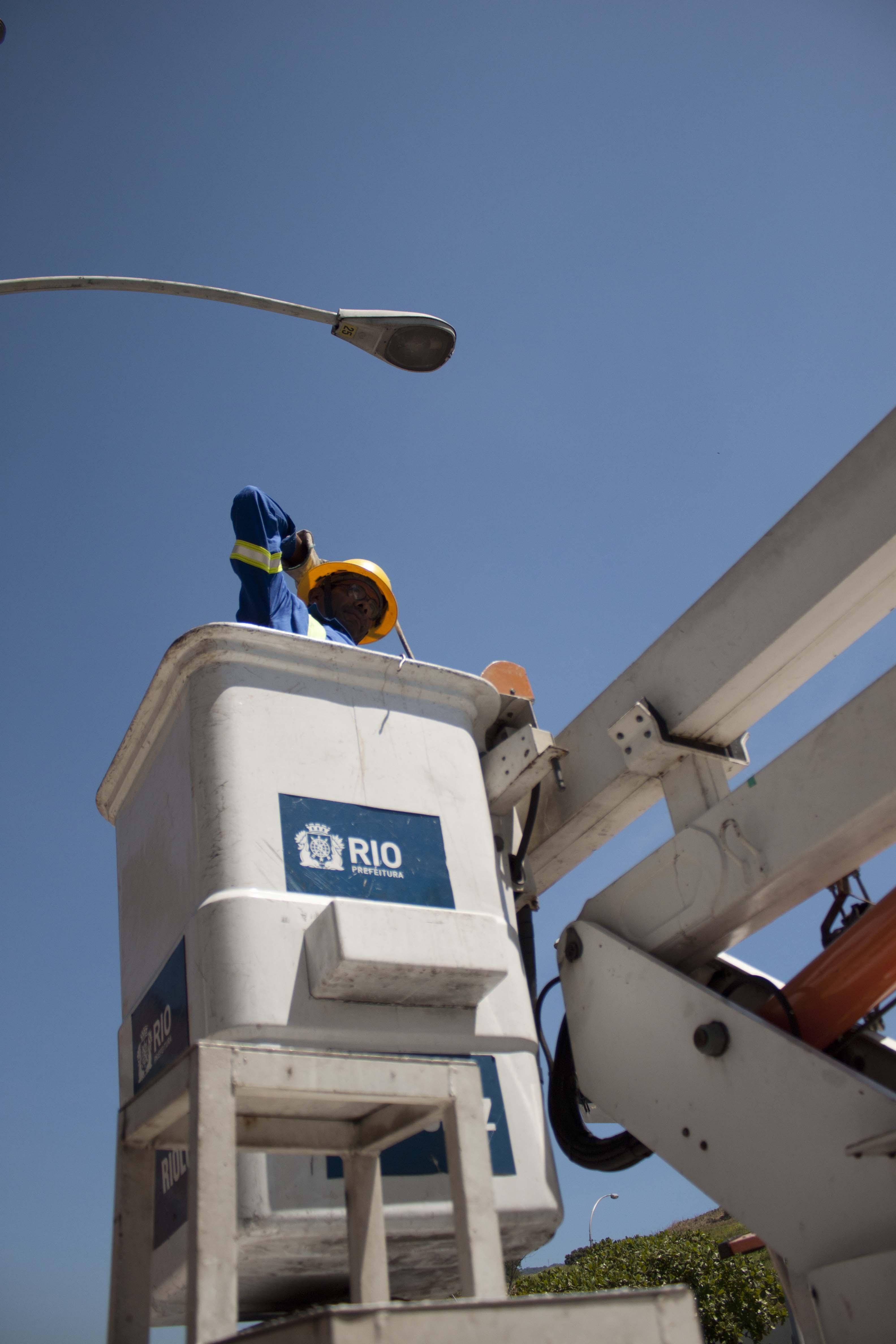 Rioluz executa modernização na iluminação pública da cidade