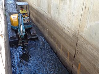 Rio-Águas realiza manutenção constante no Canal da Rocinha