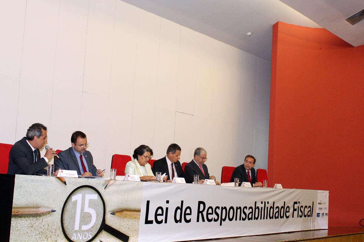 CGM-RJ comemora os 15 anos da LRF em evento no CRC-RJ