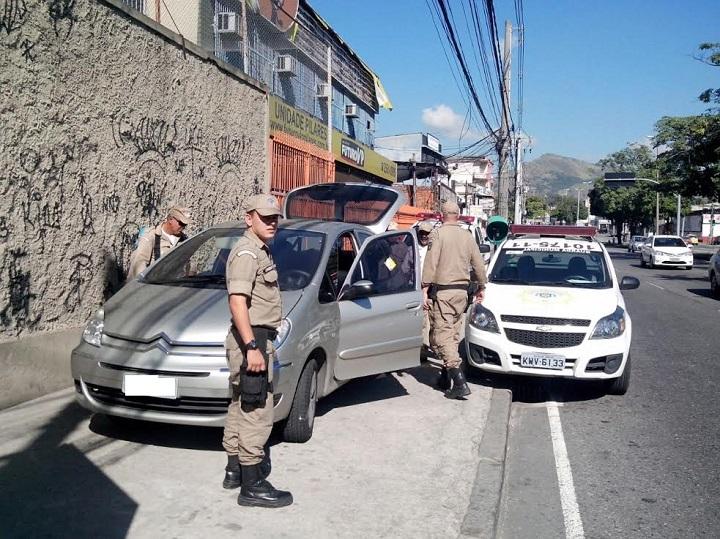 Guardas recuperam veículo roubado em Pilares
