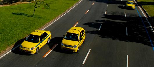 Táxis vão circular com bandeira 2 no mês de dezembro