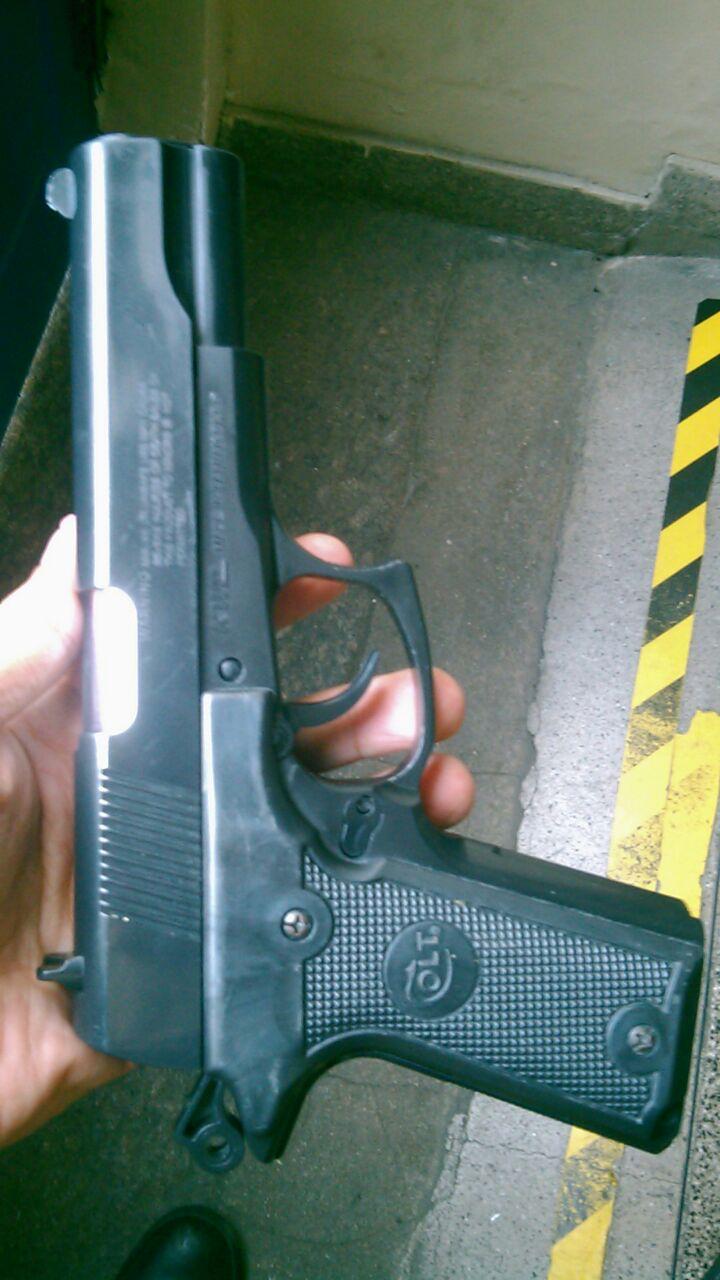 Guardas prendem ladrão com arma de brinquedo no Catete