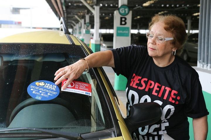 Guarda Municipal participa de campanha sobre estacionamento para idosos