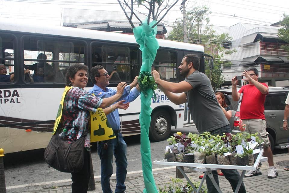 <strong>Dia de festa para a entrega da Rearborização da Estrada dos Três Rios</strong>