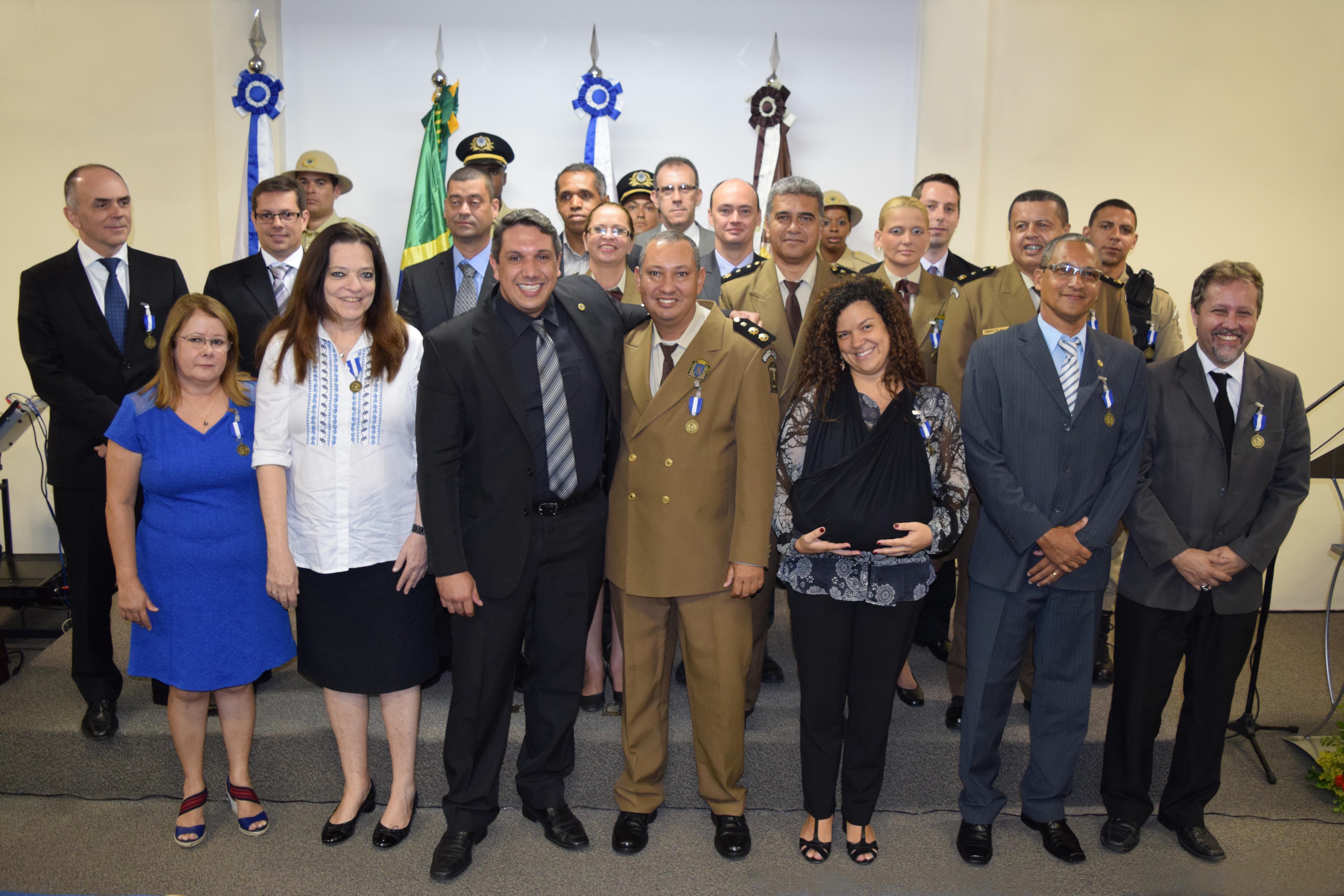GM-Rio homenageia parceiros com medalha Zenóbio da Costa