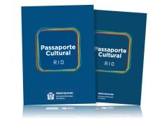 Cariocas e turistas retiram seus Passaportes na Cinelândia
