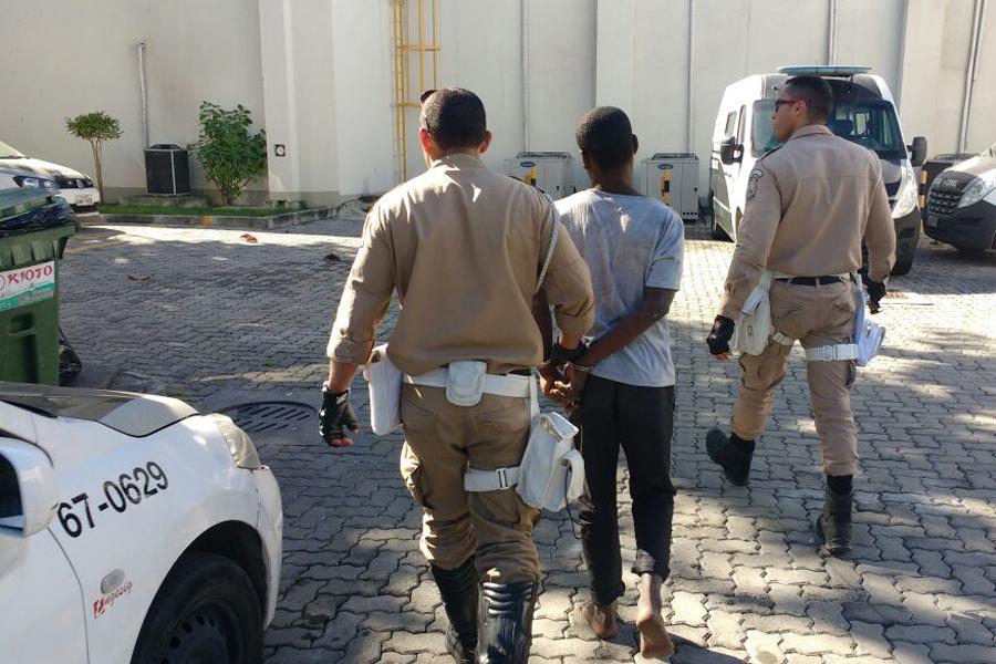 Guardas prendem homem por roubo na Ilha