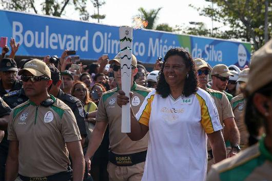 Tocha Olímpica passa pelo Centro Esportivo Miécimo da Silva