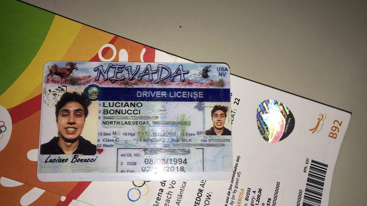 Guardas prendem cambista americano com ingressos falsos para as Olimpíadas, em Copacabana
