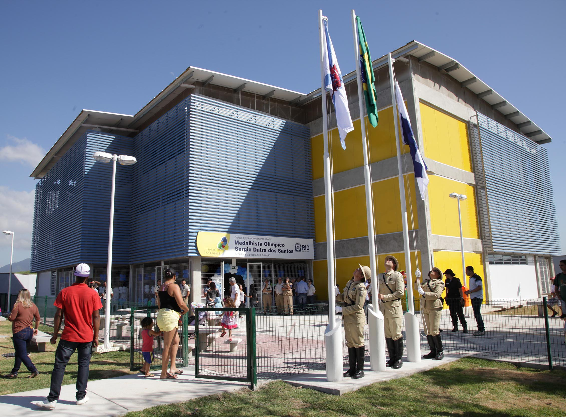 Comunidades em Anchieta e Realengo recebem Escolas do Amanhã com nomes de medalhistas olímpicos