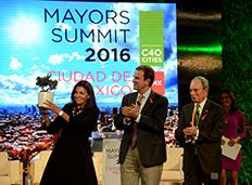 Cúpula C40: Eduardo Paes passa cargo de presidente do grupo à prefeita de Paris