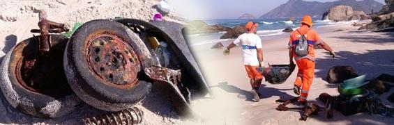 Garis limpam praia
