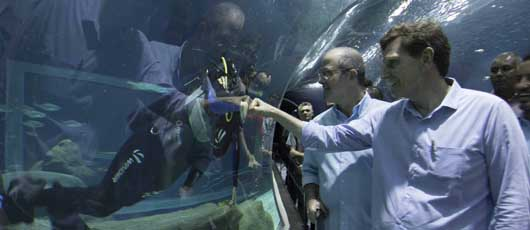 Prefeito visita o AquaRio com crianças do projeto Hortas Cariocas