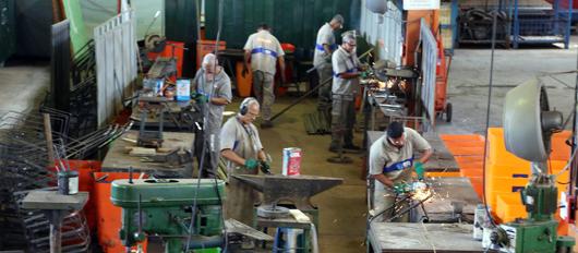 Prefeito destaca importância da reciclagem em visita à fábrica da Comlurb