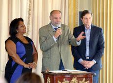 Prefeito empossa presidente da RioFilme no Palácio da Cidade