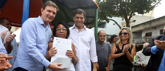 Prefeitura entrega 619 títulos de propriedade aos moradores da comunidade Fernão Cardim