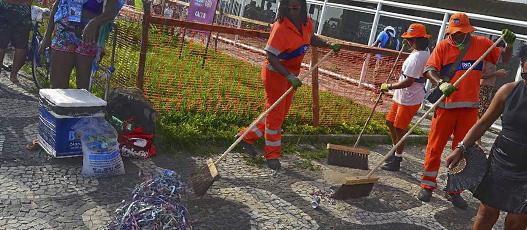 Carnaval de rua anima a cidade e a Comlurb remove 32,6 toneladas de resíduos no fim de semana