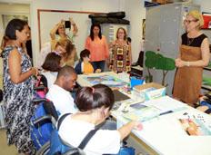 Primeira-dama Sylvia Jane Crivella visita escola para alunos com deficiência