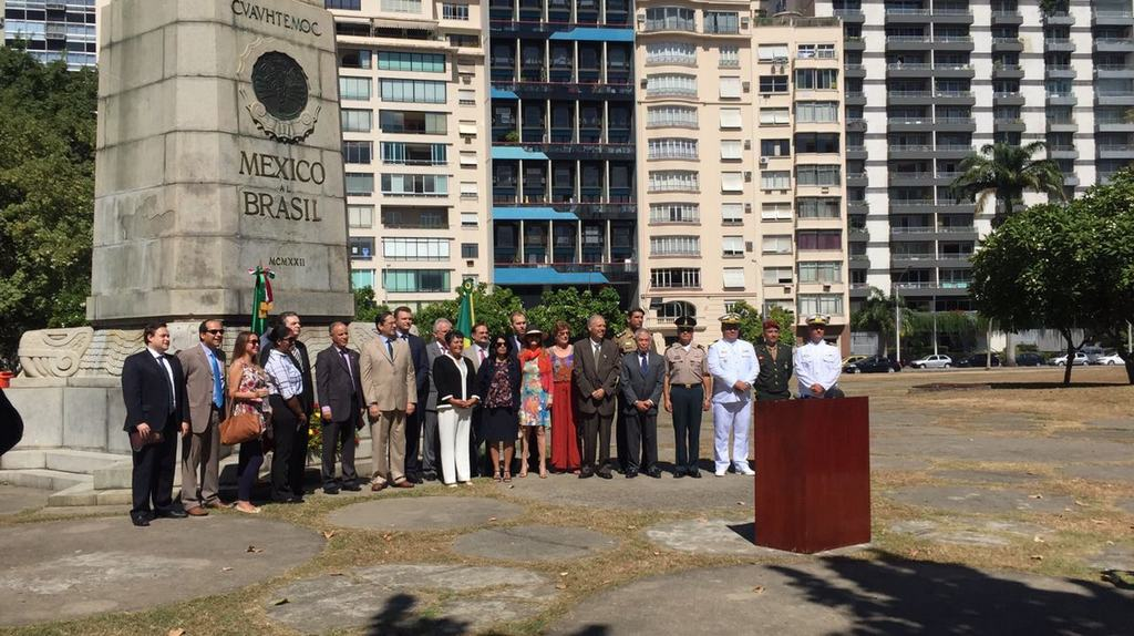 Representantes da FPJ comparecem às festividades do dia da bandeira mexicana