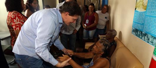 Prefeito anuncia doação de recursos do leilão de camarote da Sapucaí para abrigos municipais