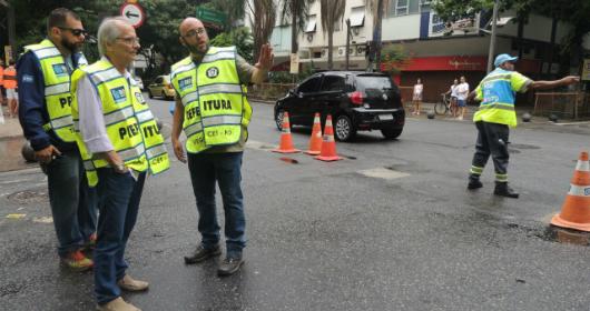 Vice-prefeito acompanha operação de trânsito nos blocos de rua