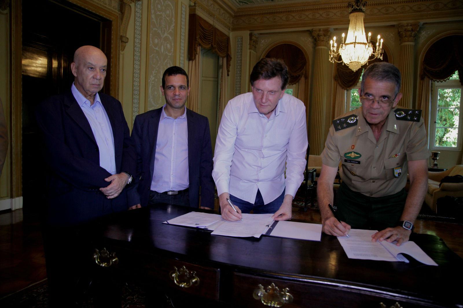 Prefeitura e Exército estendem parceria por obras de novos quartéis