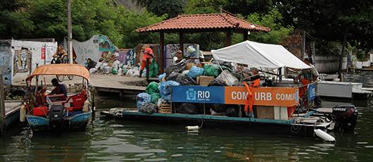 Coleta domiciliar beneficia moradores das ilhas da Barra da Tijuca