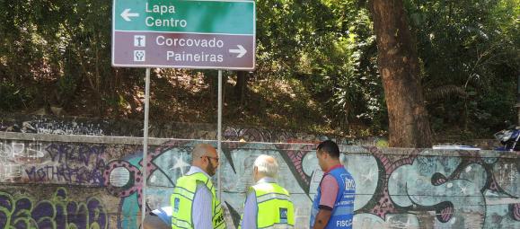 Santa Teresa recebe mais placas de sinalização