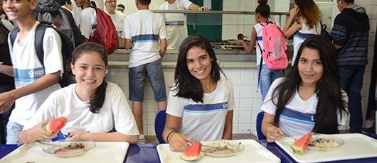 Instituto Annes Dias planeja cardápio das escolas e incentiva hábitos saudáveis