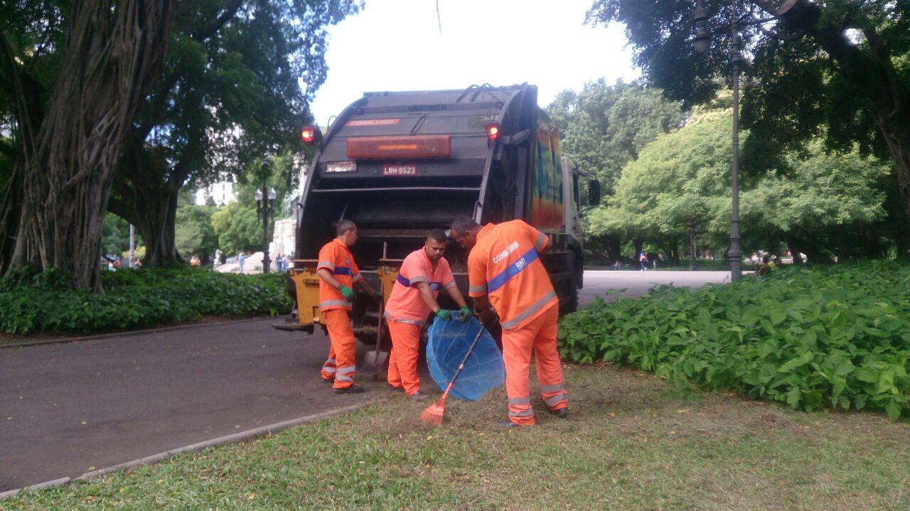 Comlurb realiza limpeza do Campo de Santana
