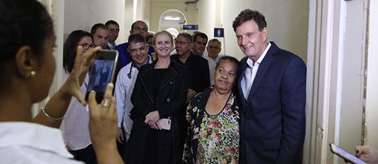Prefeito visita Hospital Gafrée e Guinle e comemora fim da fila em dermatologia