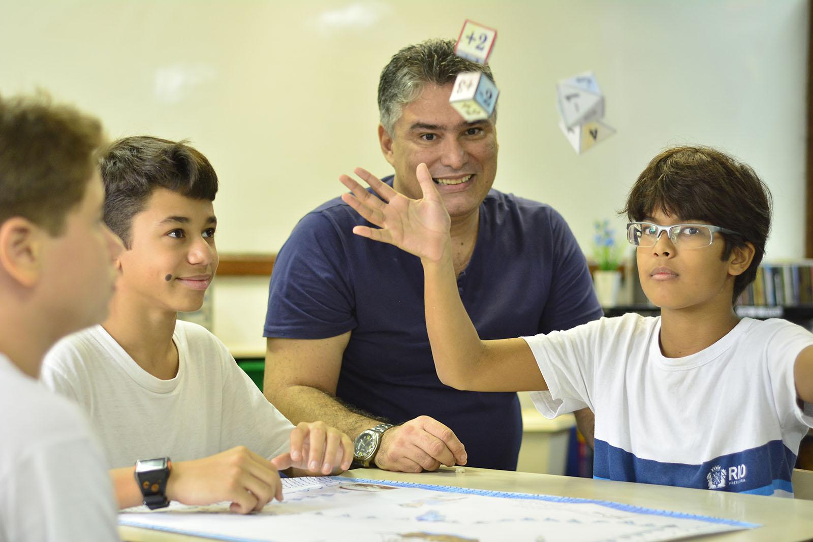 Alunos aprendem Matemática brincando na campeã Escola Francis Hime