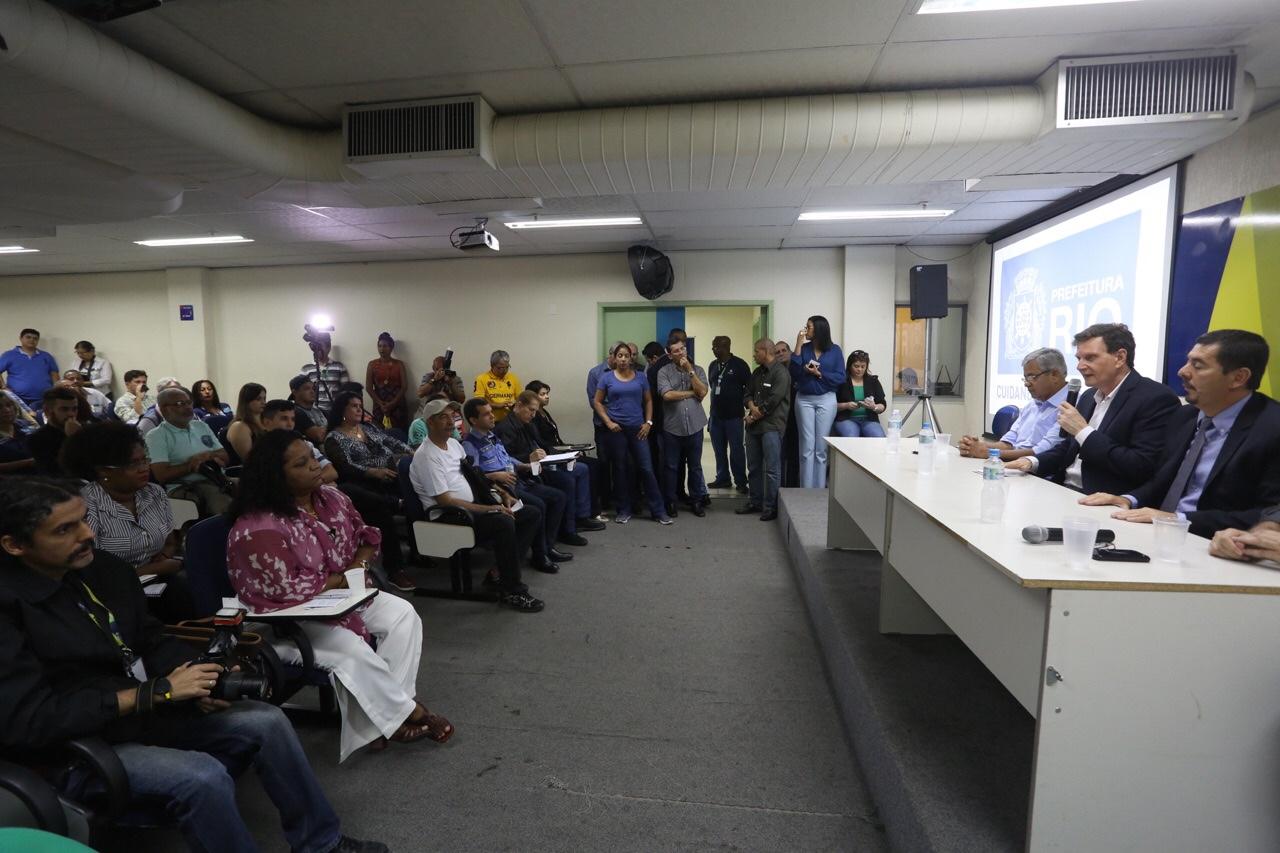 Prefeito se reúne com comerciantes de Madureira e anuncia melhorias