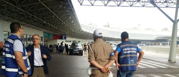 SMTR realiza fiscalização contra transporte irregular no Galeão