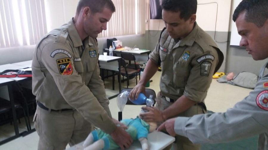 Guardas recebem capacitação em situações de urgência com o Corpo de Bombeiros