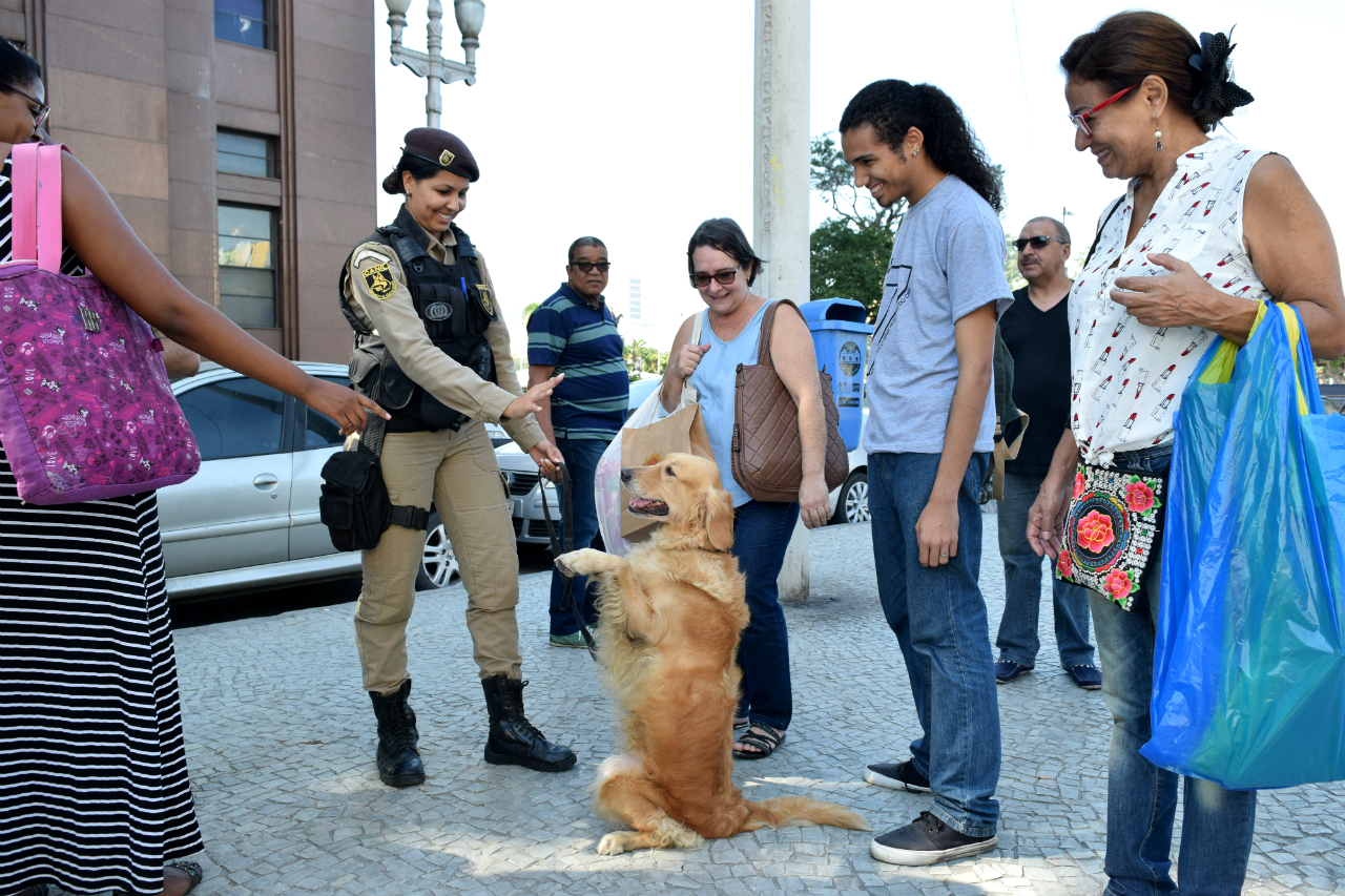 Prefeitura do Rio realiza ação social na Central do Brasil