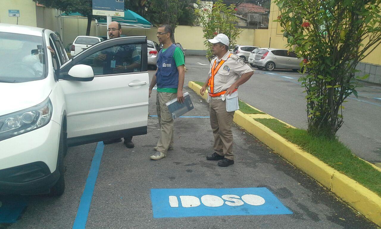 Prefeitura combate uso indevido de vagas especiais nos estacionamentos