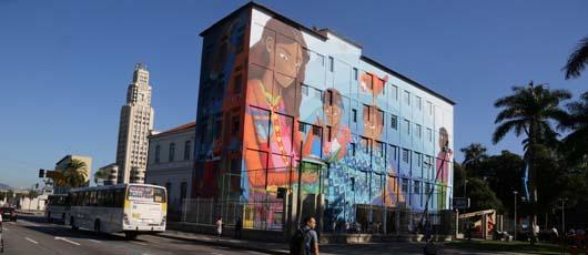 Crivella inaugura grafite do projeto Rio Big Walls em escola municipal